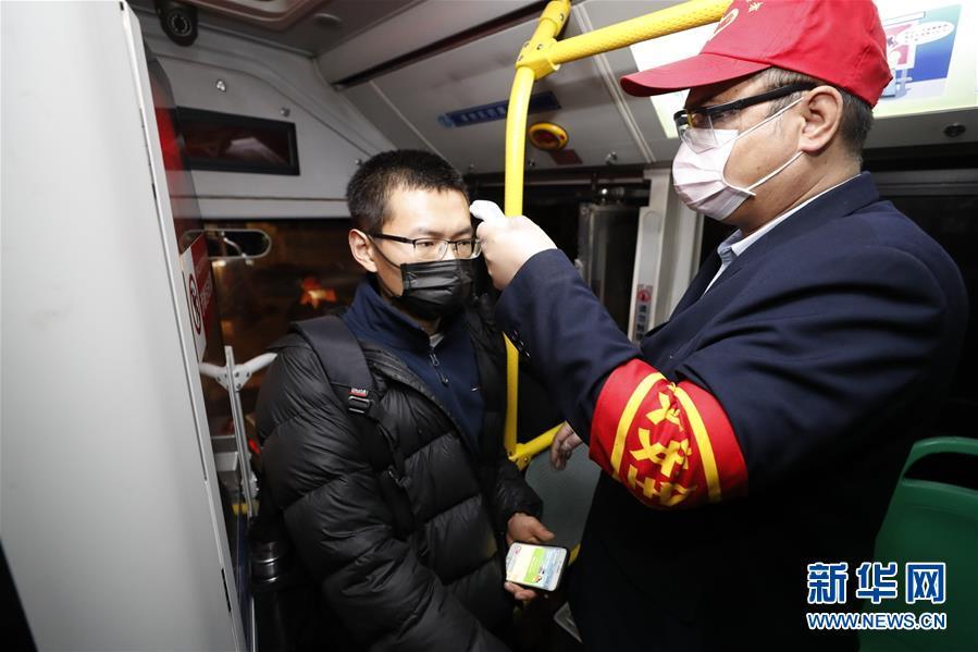 (聚焦疫情防控)(4)武漢市部分公交車恢復開行