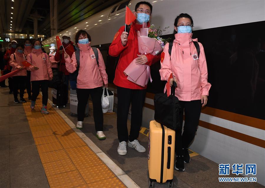 (社會)(3)首批返京的援鄂國家醫療隊隊員抵京
