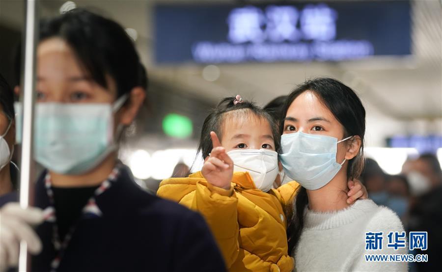 (聚焦疫情防控)(4)武漢站重啟日: 1.2萬名湖北鄉親坐高鐵回家