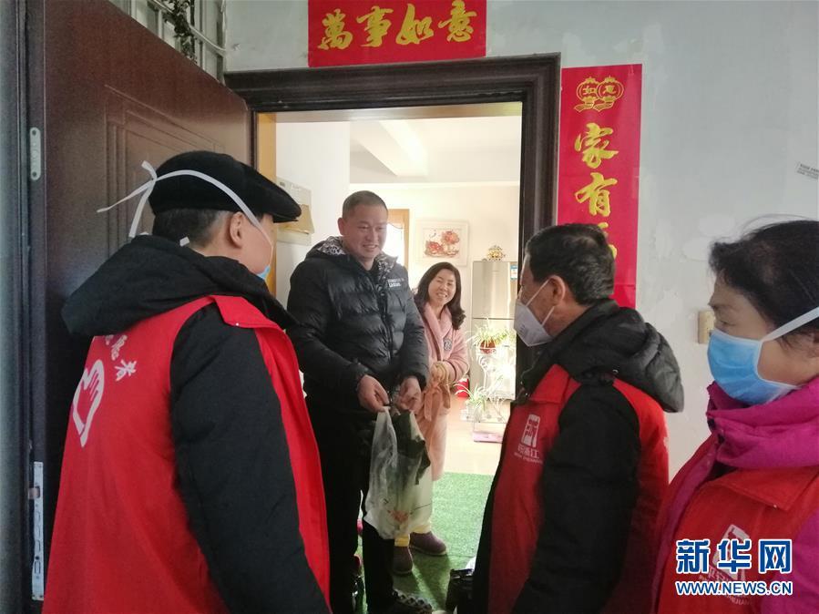 (在习近平新时代中国特色社会主义思想指引下——新时代新作为新篇章·习近平总书记关切事·图文互动)(5)扎紧篱笆打好桩——各地筑牢社区防控安全屏障