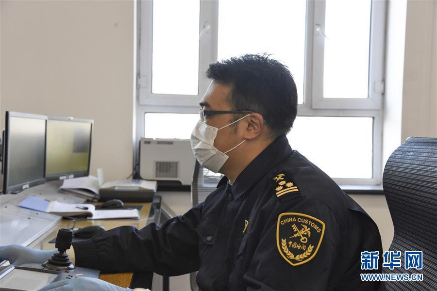 (聚焦疫情防控·图文互动)(2)守好国门第一道安全防线——新华社记者探访绥芬河海关