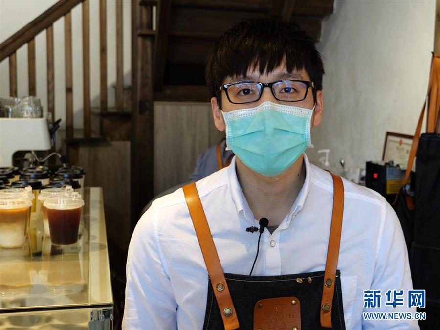 """(一線抗疫群英譜·圖文互動)(3)郭屹凡:用""""暖心咖啡""""溫暖人們"""