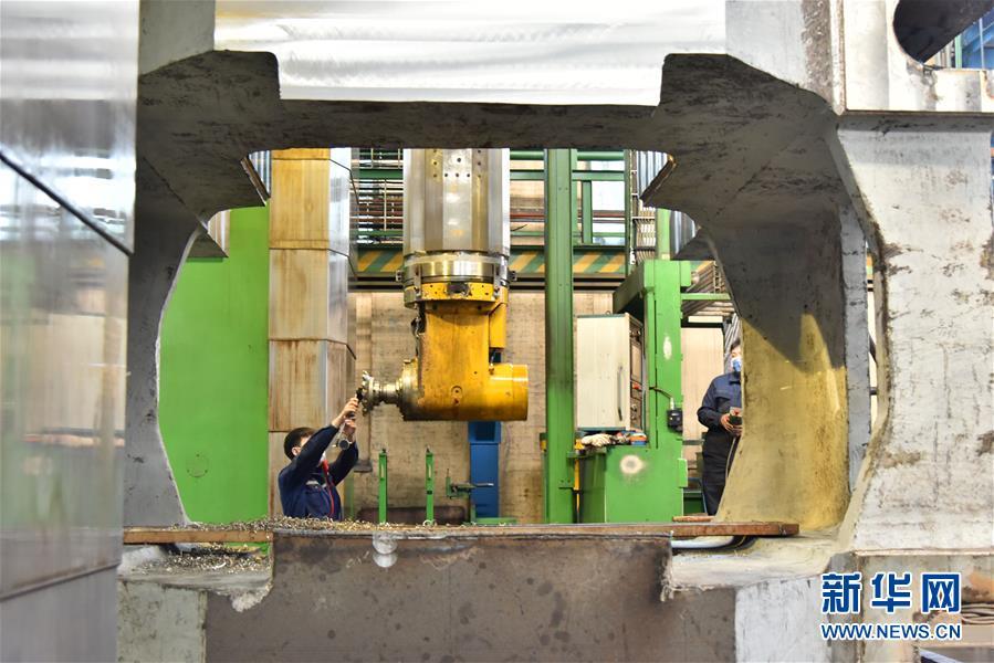 """(聚焦复工复产·图文互动)(3)""""大国重器""""生产如火如荼——装备制造业基地齐齐哈尔加快复工复产见闻"""