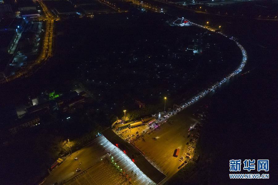 (新华全媒头条·图文互动)(14)上下同心,守望相助——中国抗疫众志成城的生动实践