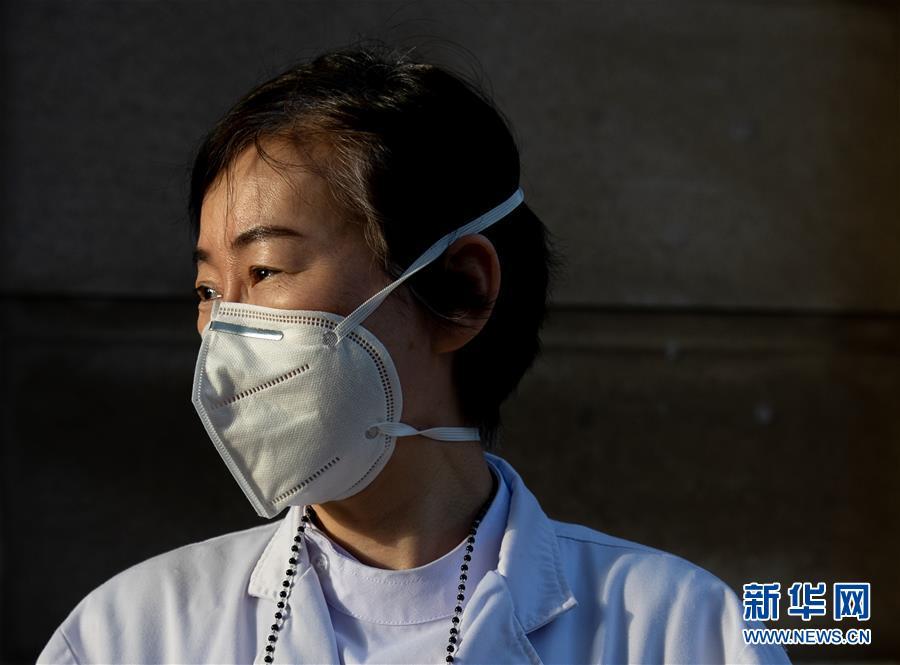(聚焦疫情防控·图文互动)(15)分秒必争!一切为了治病救人——中国抗疫生命至上的生动实践