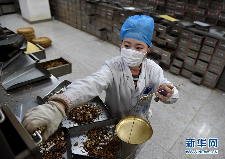 (聚焦疫情防控·图文互动)(14)分秒必争!一切为了治病救人——中国抗疫生命至上的生动实践