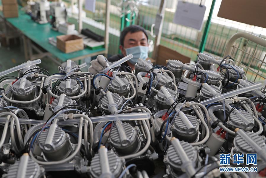 (聚焦疫情防控·图文互动)(10)团结起来!我们万众一心!——中国抗疫人民力量的生动实践