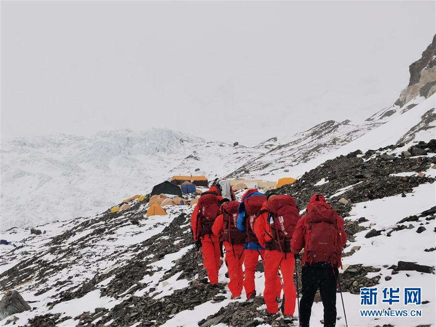 (2020珠峰高程测量·图文互动)(6)2020珠峰高程测量登山队抵达海拔6500米的前进营地