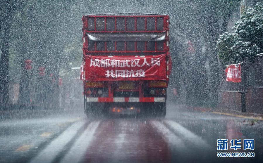 (新華全媒頭條·圖文互動)(6)鐘華論:在民族復興的歷史豐碑上——2020中國抗疫記