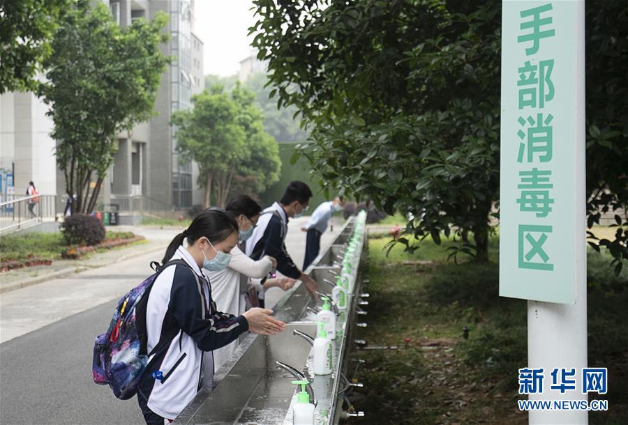 (新華全媒頭條·圖文互動)(37)鐘華論:在民族復興的歷史豐碑上——2020中國抗疫記
