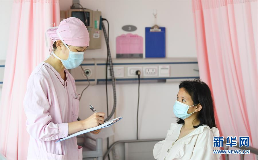 """(新華全媒頭條·圖文互動)(6)""""我看不見你的樣子,但我知道你是誰""""——寫在國際護士節來臨之際"""