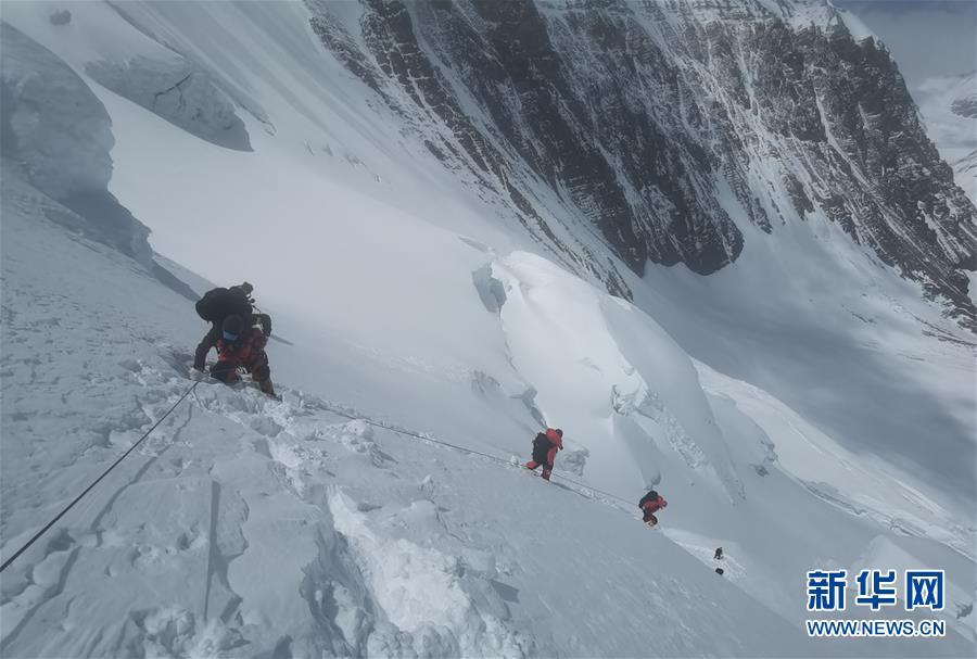 (2020珠峰高程测量)(2)受天气影响 至珠峰峰顶攀登路线未修通