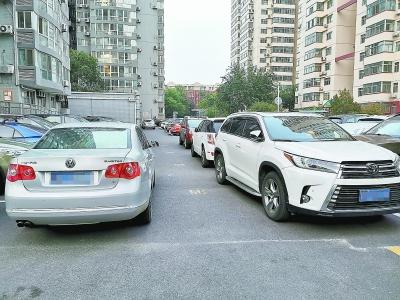 有些小区生命通道还是不通 消防通道仍常被占用 禁停区停车竟成习惯