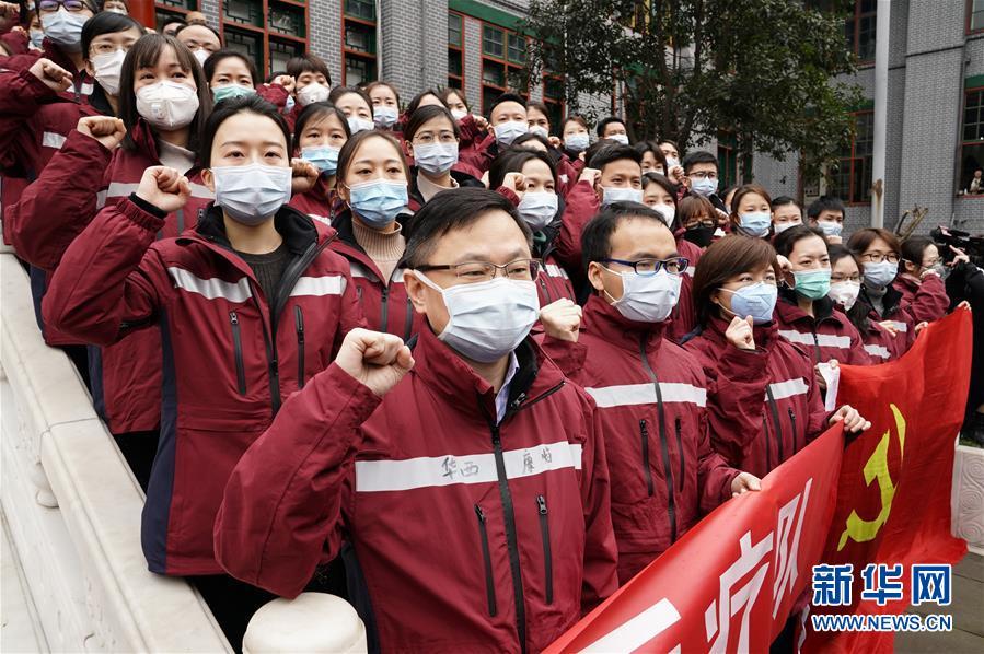"""(新華全媒頭條·圖文互動)(4)""""始終把人民群眾生命安全和身體健康放在第一位""""——中國抗疫彰顯""""生命至上、人民至上""""理念"""
