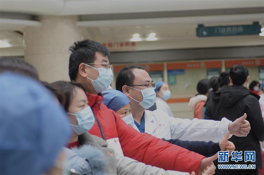 """(新華全媒頭條·圖文互動)(5)""""始終把人民群眾生命安全和身體健康放在第一位""""——中國抗疫彰顯""""生命至上、人民至上""""理念"""
