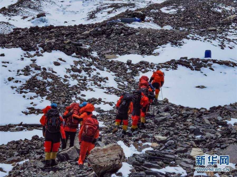 (2020珠峰高程测量)(1)2020珠峰高程测量登山队冲顶组再出发