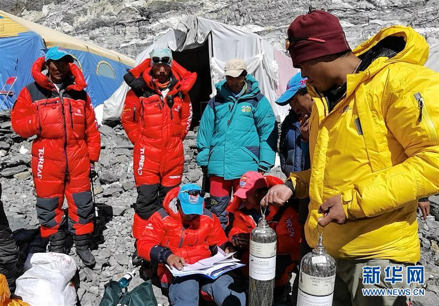 (2020珠峰高程测量)(2)2020珠峰高程测量登山队冲顶组再出发