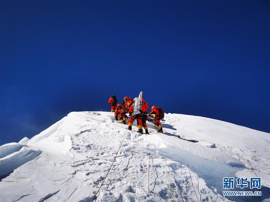 (2020珠峰高程测量)独家照片:成功登顶!