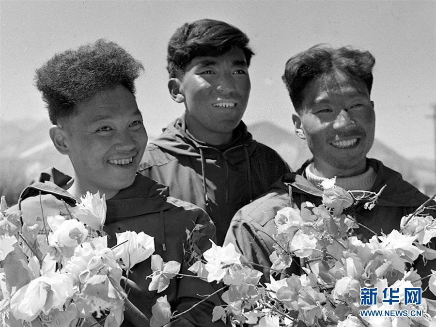 (体育·专题)(1)六十年回望——纪念人类首次从北坡登顶珠峰60周年