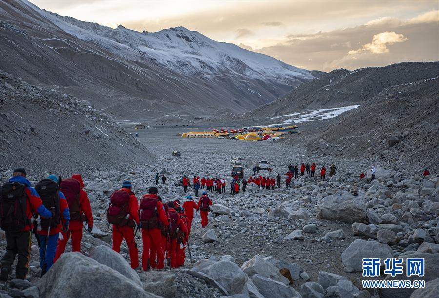 (2020珠峰高程测量)(3)2020珠峰高程测量登山队全体队员安全返回大本营