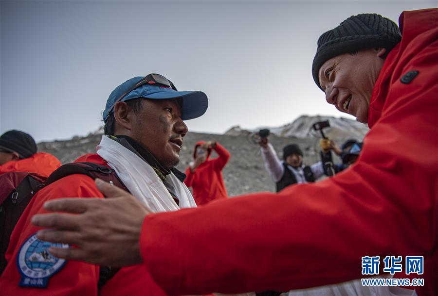 (2020珠峰高程测量)(4)2020珠峰高程测量登山队全体队员安全返回大本营