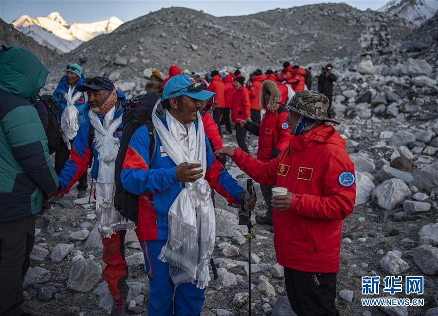 (2020珠峰高程测量)(8)2020珠峰高程测量登山队全体队员安全返回大本营
