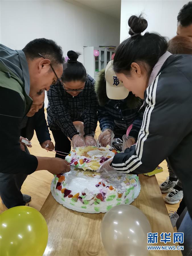 """(圖文互動)(2)一個破損的""""生日""""蛋糕"""