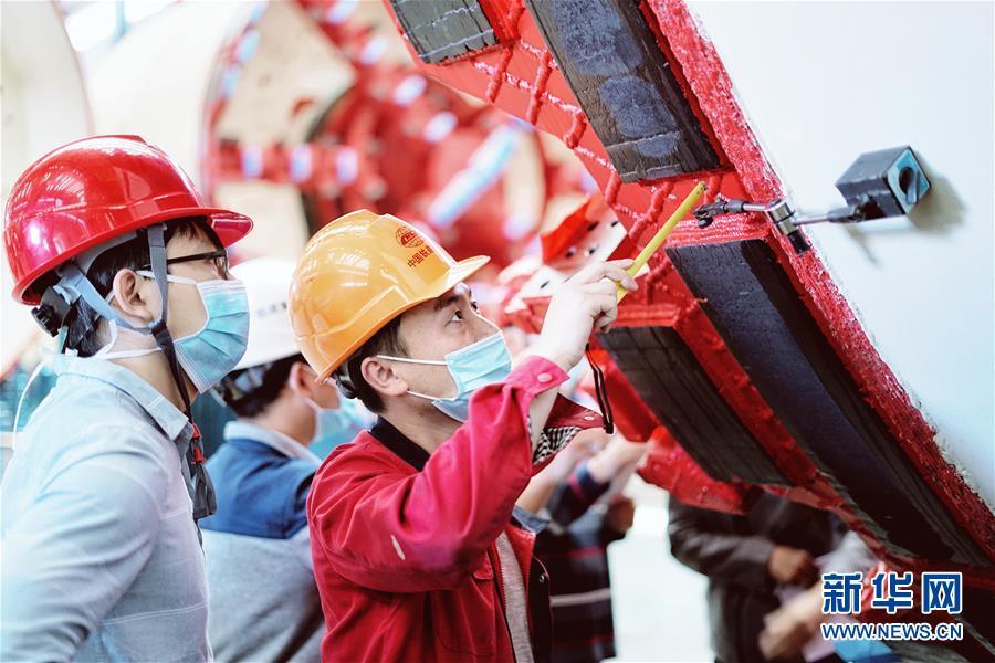 (在习近平新时代中国特色社会主义思想指引下——新时代新作为新篇章·习近平总书记关切事·图文互动)(1)最有力的支撑,最坚决的攀登——记录奋战在复工复产一线的科技工作者