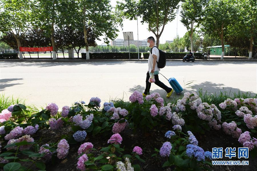 (聚焦疫情防控)(2)北京:高校学生陆续分批返校