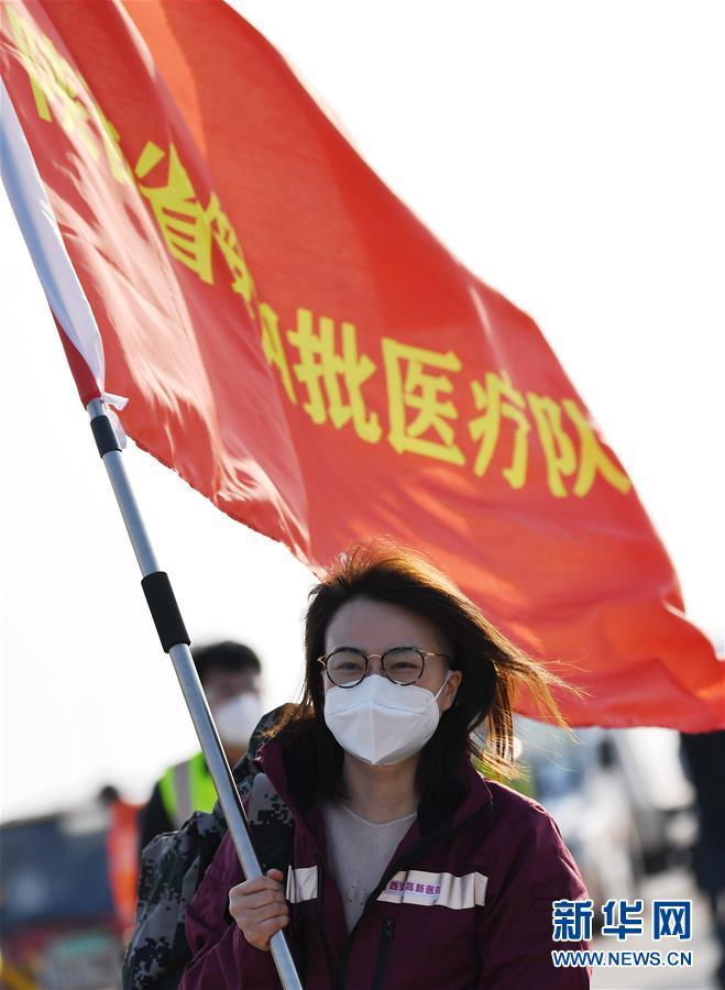 """(新华全媒头条·""""抗击疫情的中国行动""""白皮书·图文互动)(6)人民至上、生命至上的中国答卷——从白皮书看中国抗击疫情历程"""