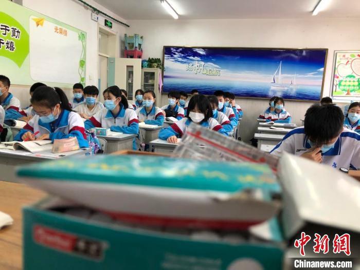 吉林市初三學生二次復課:校園再傳讀書聲