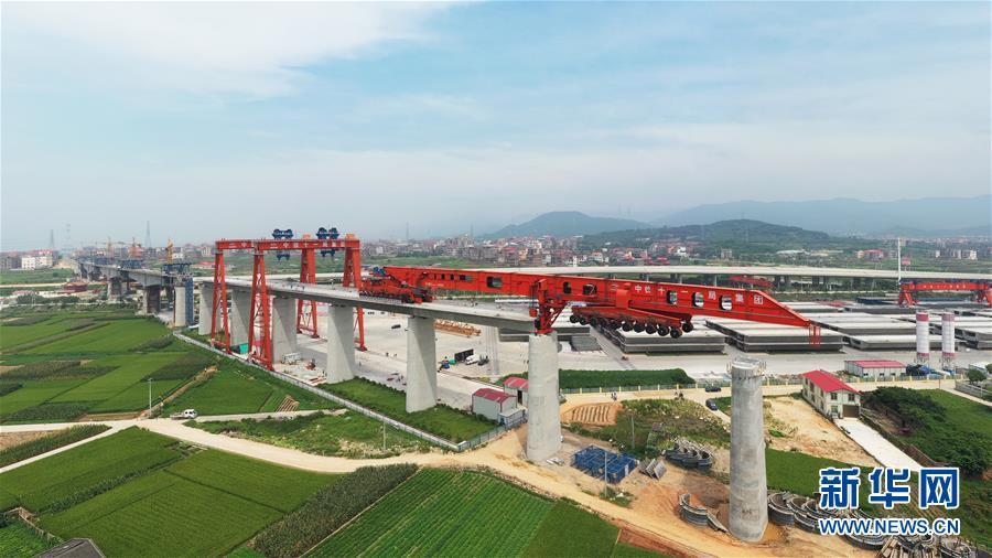 我国首台1000吨级高铁箱梁运架一体机成功投入使用