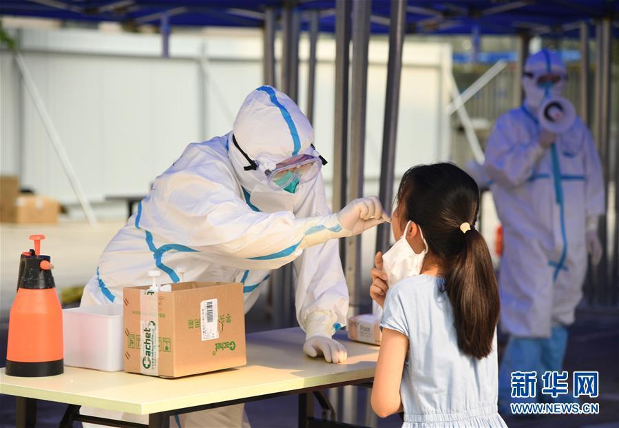 (新华全媒头条·图文互动)(1)构筑守护城市、守护生命的坚强防线——北京开展大规模核酸检测