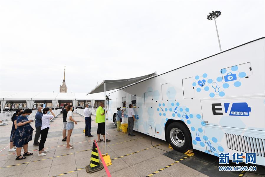 (聚焦疫情防控·图文互动)(2)北京市首次投放移动核酸采样车