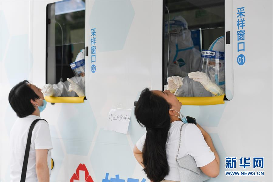 (聚焦疫情防控·图文互动)(6)北京市首次投放移动核酸采样车