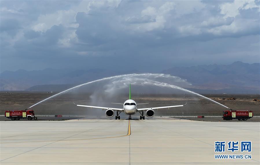(圖文互動)(1)國産C919客機飛抵吐魯番 開展高溫專項試飛