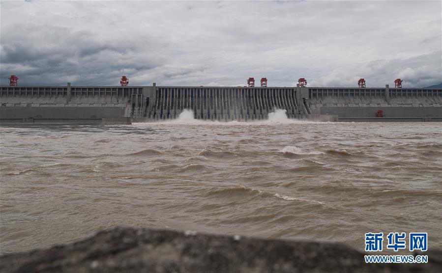 (环境)(3)三峡工程今年首次泄洪 近期或迎新一轮洪水
