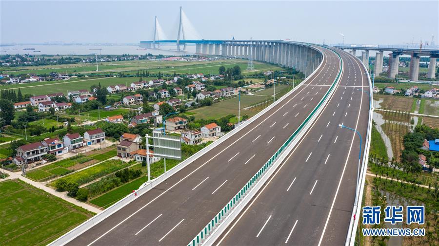 (經濟)(2)滬蘇通長江公鐵大橋正式開通運營