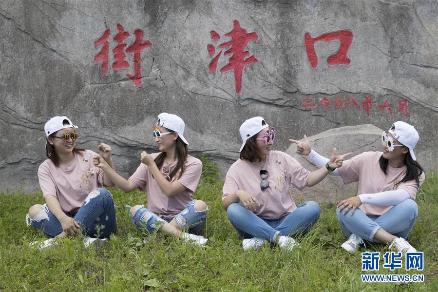 (新華全媒頭條·走向我們的小康生活·圖文互動)(3)迎著東升的紅日——走向小康之路的赫哲族