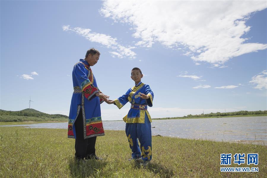 (新華全媒頭條·走向我們的小康生活·圖文互動)(7)迎著東升的紅日——走向小康之路的赫哲族