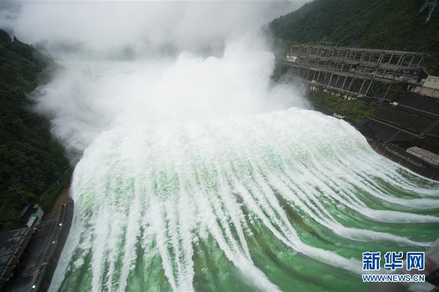 (防汛抗洪)(7)新安江水库首次9孔泄洪
