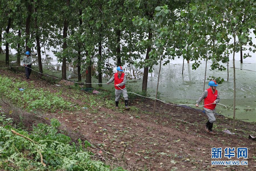 (圖文互動)(2)搶險!群眾的安全高于一切——湖北統籌部署緊急應對洪澇災害