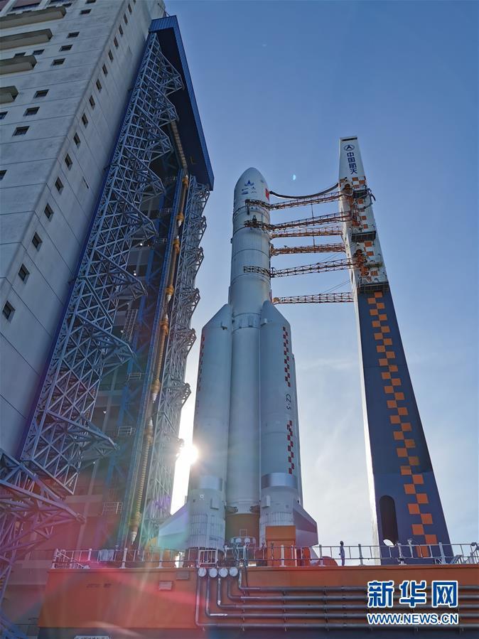 (科技)(1)長徵五號遙四運載火箭垂直轉運至發射區 計劃擇機實施我國首次火星探測任務