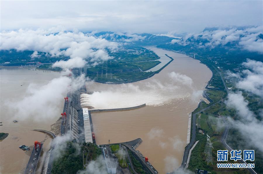 """(防汛抗洪)(4)""""长江2020年第2号洪水""""平稳通过三峡大坝"""