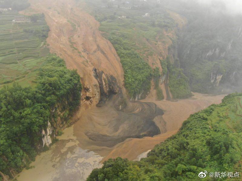 湖北恩施发布预警:清江上游滑坡形成堰塞湖 随时有溃坝危险
