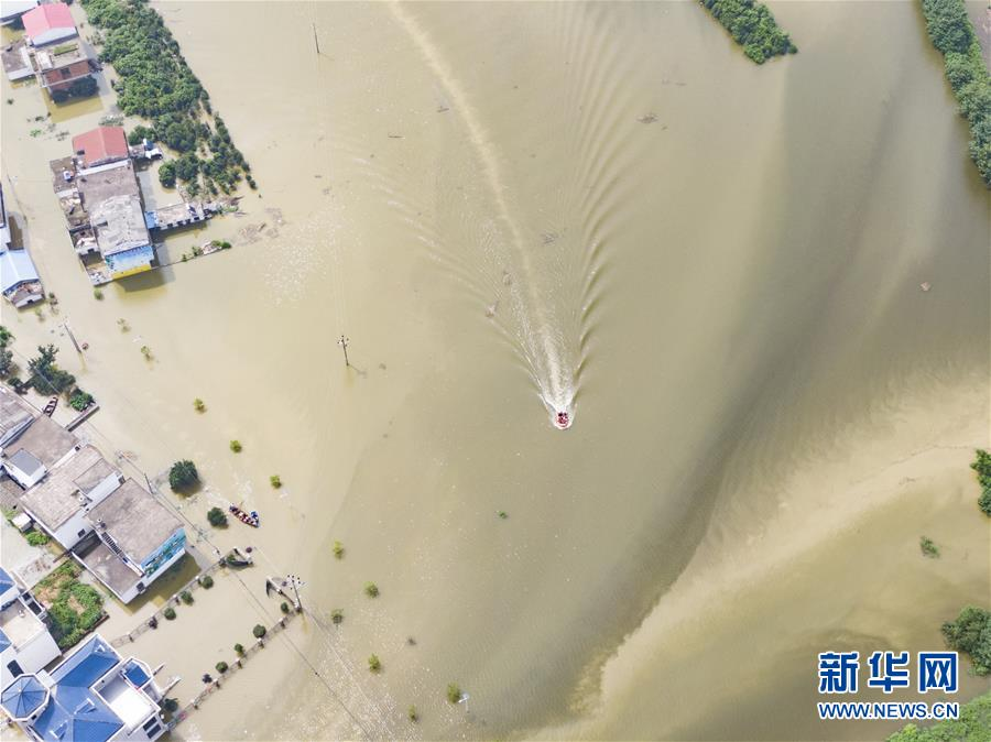 (新华全媒头条·图文互动)(6)百万群众大转移——抗洪抢险救援直击