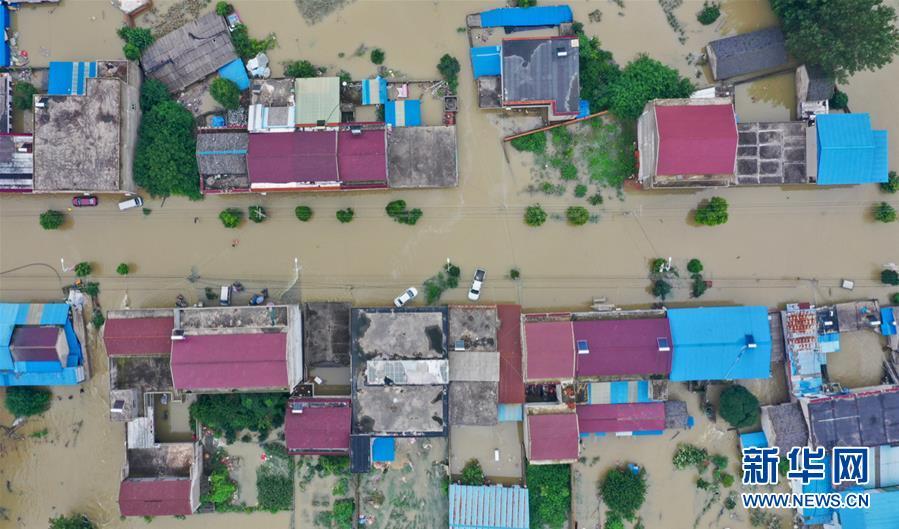 (新华全媒头条·图文互动)(7)百万群众大转移——抗洪抢险救援直击