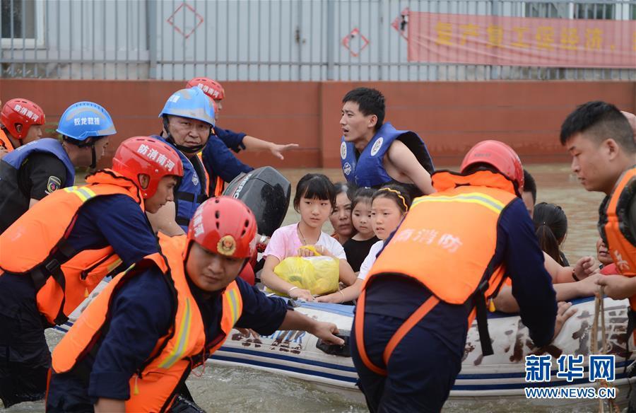 (新华全媒头条·图文互动)(8)百万群众大转移——抗洪抢险救援直击