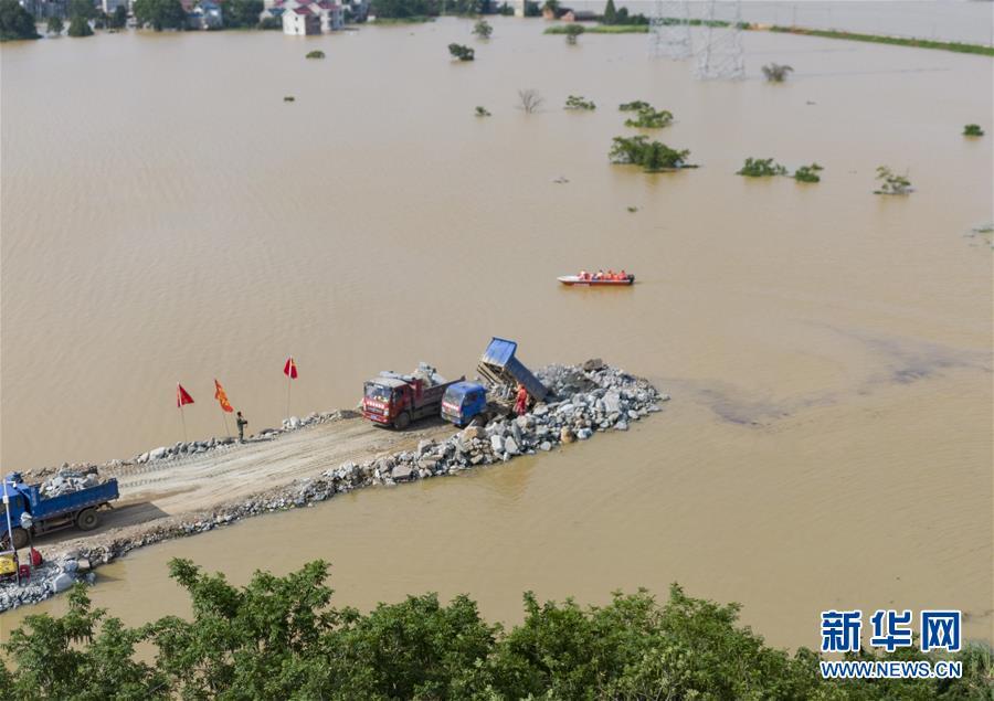 (新华全媒头条·图文互动)(10)百万群众大转移——抗洪抢险救援直击