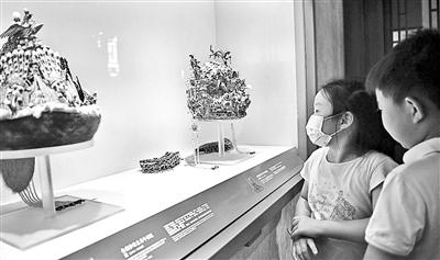 故宫博物院室内展厅有序开放 观众需全程佩戴口罩